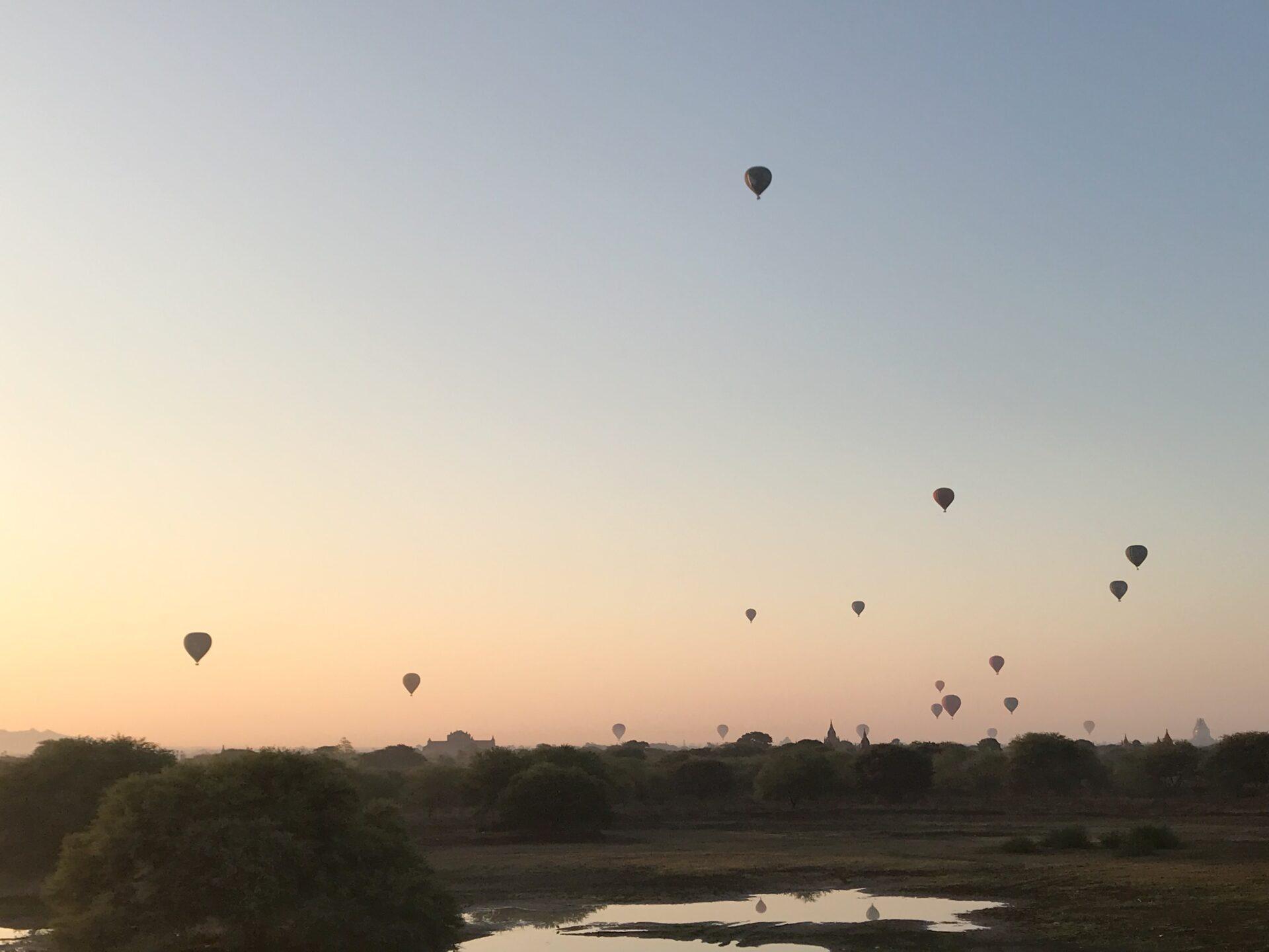 ミャンマーバガンの朝日