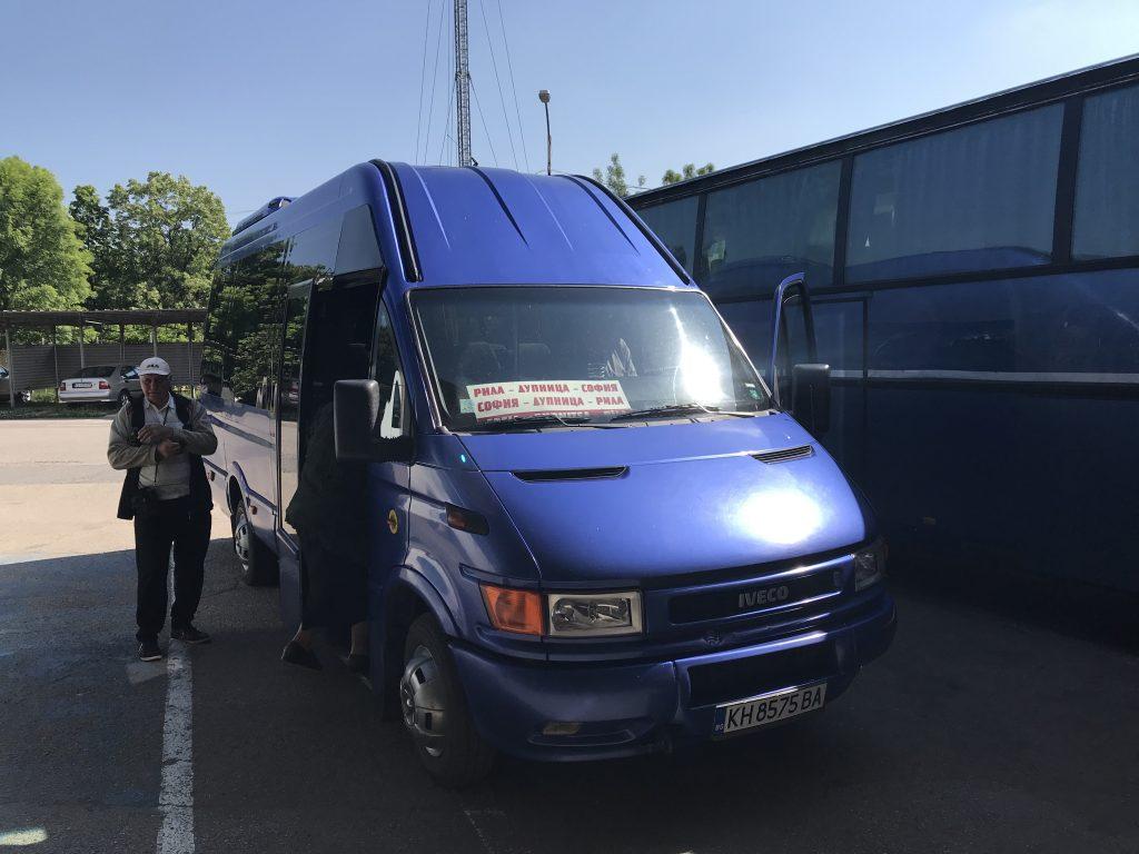 リラの僧院行きバス